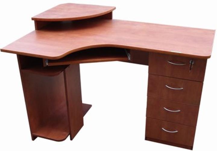 Стол письменный, компьютер